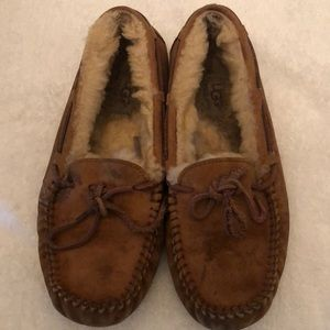 UGG SLIPPERS WOMENS SIZE 7